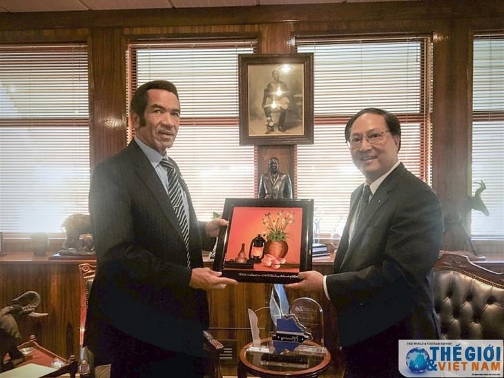 Vietnam dan Botswana memperkuat kerjasama ekonomi dan perdagangan - ảnh 1