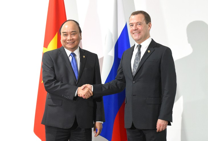 PM Vietnam, Nguyen Xuan Phuc melakukan pertemuan dengan PM Rusia dan Presiden Filipina - ảnh 1