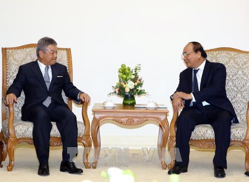 PM Vietnam, Nguyen Xuan Phuc menerima Presiden Grup Komunikasi Nikkei, Jepang - ảnh 1