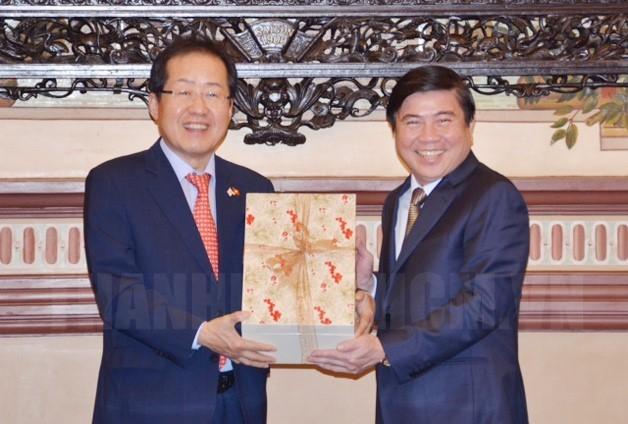 Pimpinan Kota Ho Chi Minh menerima Ketua Partai Liberal Han Kuo - ảnh 1