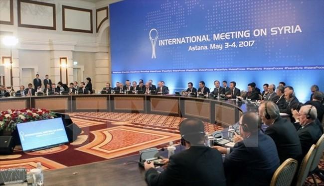 Kubu oposisi Suriah sepakat mengirimkan delegasi yang tunggal berpartisipasi pada perundingan Jenewa - ảnh 1