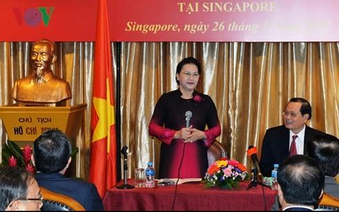 Ketua MN Vietnam, Ibu Nguyen Thi Kim Ngan mengunjungi Kedubes Vietnam untuk Singapura - ảnh 1
