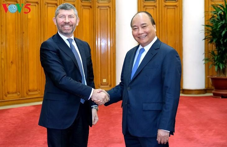 PM Vietnam, Nguyen Xuan Phuc menerima Deputi Menteri Pengembangan Ekonomi Italia, Ivan Scalfarotto - ảnh 1