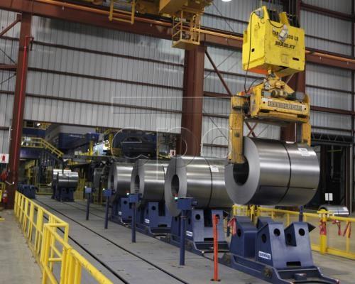 Banyak negara memberikan reaksi terhadap keputusan AS yang mengenakan tarif tinggi terhadap produk baja dan aluminium - ảnh 1