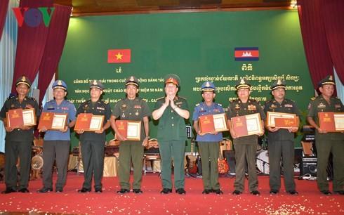 Pemberian penghargaan bagi karya-karya tentang 50 tahun hubungan Vietnam-Kamboja - ảnh 1