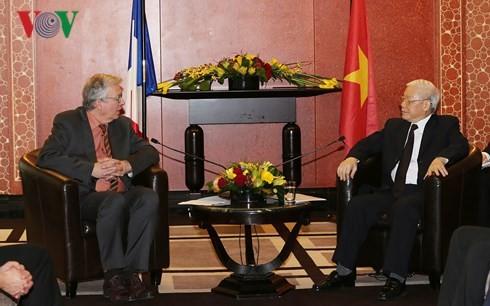 Tidak henti-hentinya memupuk persahabatan erat Vietnam-Perancis - ảnh 1