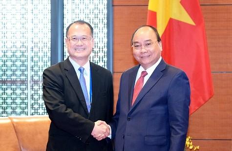 PM Vietnam, Nguyen Xuan Phuc menerima Direktur Grup Sunwah, Hongkong (Tiongkok) - ảnh 1