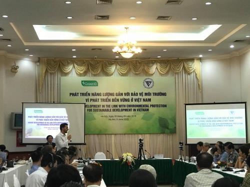 Mengembangkan energi yang dikaitkan dengan usaha melindungi lingkungan hidup demi perkembangan yang berkesinambungan di Viet Nam - ảnh 1