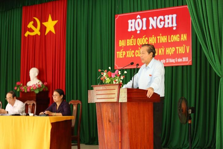Pimpinan Partai Komunis dan Pemerintah Vietnam melakukan kontak dengan para pemilih di berbagai daerah - ảnh 1