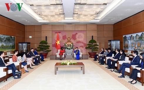 Ketua MN Vietnam, Nguyen Thi Kim Ngan menerima Wakil Presiden Bank Dunia urusan kawasan Asia-Pasifik - ảnh 1