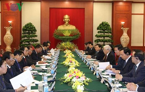 Sekjen, Presiden Laos mengunjungi Vietnam - ảnh 1
