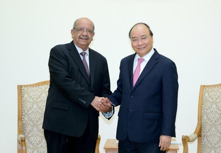 PM Vietnam, Nguyen Xuan Phuc  menerima Menlu Aljazair - ảnh 1