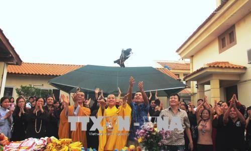 Komunitas orang Vietnam di Angola secara khidmat menyelenggarakan upacara Waisak - ảnh 1