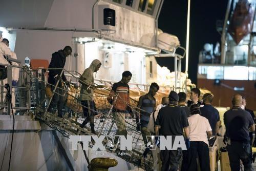 Masalah migran: Italia sepakat menerima para migran yang berhasil diselamatkan di laut - ảnh 1