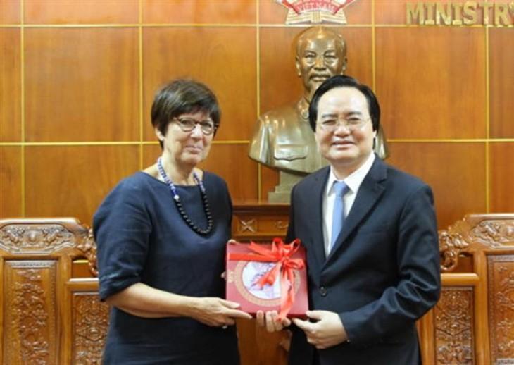 Belgia meneruskan aktivitas-aktivitas kerjasama dengan Vietnam tentang pendidikan dan pelatihan - ảnh 1