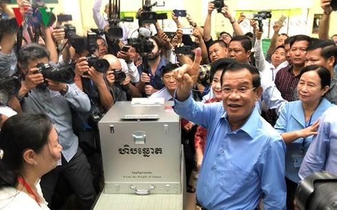 Kamboja mengumumkan hasil sementara pemilu Parlemen - ảnh 1