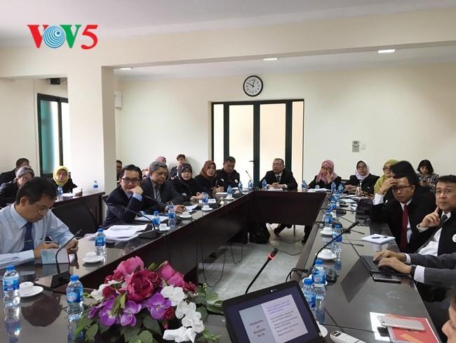 Lembaga Administrasi Negara Indonesia melakukan kunjungan kerja di Vietnam - ảnh 1