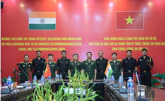 Memperkuat temu pergaulan perwira muda Vietnam-India - ảnh 1