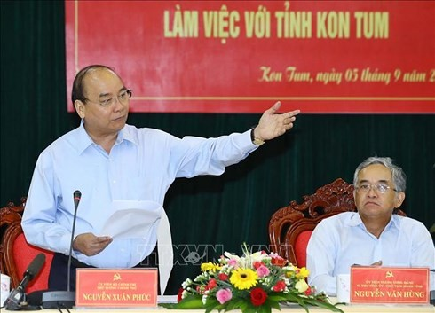 PM Nguyen Xuan Phuc melakukan temu kerja dengan pimpinan Provinsi Kom Tum - ảnh 1