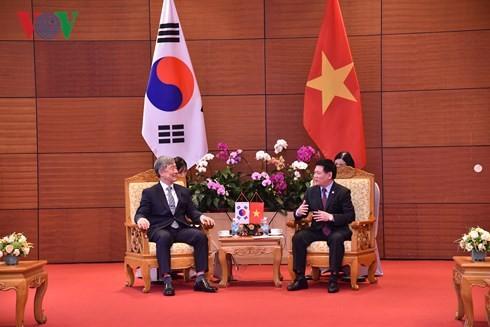 Badan Pemeriksa Keuangan Negara Vietnam dan Republik Korea berbagi pengalaman dan bertukar peluang kerjasama - ảnh 1