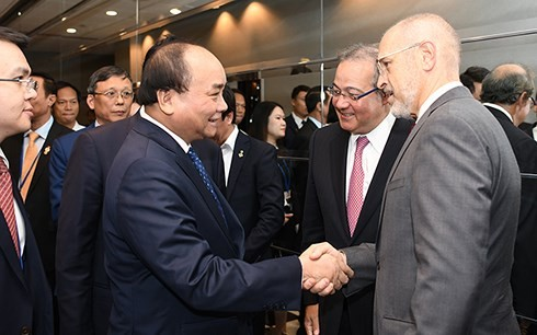 PM Vietnam, Nguyen Xuan Phuc melakukan dialog dengan para investor papan atas AS - ảnh 1