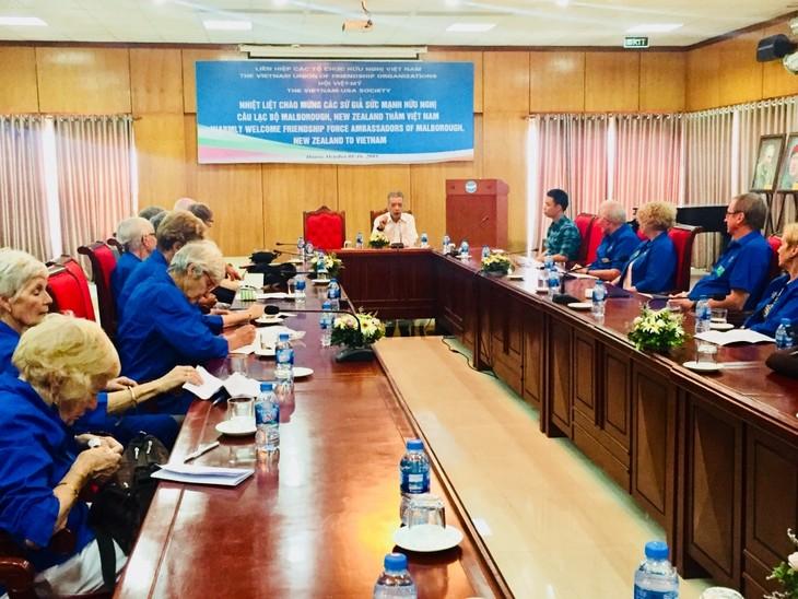 Mendorong hubungan persahabatan antara rakyat Vietnam dengan rakyat negara-negara - ảnh 1