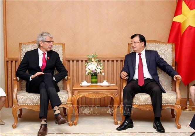 Deputi PM Vietnam, Trinh Dinh Dung: Memacu kerjasama antara badan-badan usaha Vietnam-Perancis - ảnh 1