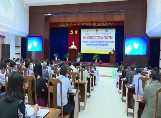 """Konferensi daerah Trung Bo Selatan tentang """"Integrasi internasional yang intensif dan ekstensif serta perkembangan yang berkesinambungan"""