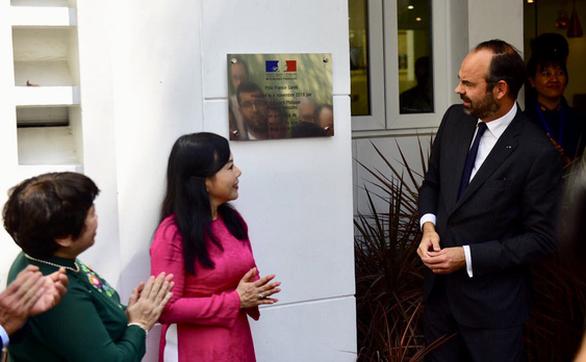PM Perancis menghadiri upacara  peresmian Pusat Kesehatan Perancis di Kota Ho Chi Minh - ảnh 1