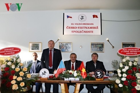 Asosiasi Republik Czech-Vietnam berupaya membela citra Vietnam di Czech - ảnh 1