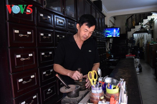Jalan Lan Ong-tempat melestarikan bau harum obat herbal tradisional di tengah-tengah sektor jalan Kota kuno Ha Noi - ảnh 1