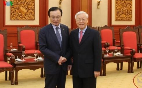 Memperkokoh dan memperdalam lebih lanjut lagi hubungan kemitraan kerjasama strategis Vietnam-Republik Korea - ảnh 1