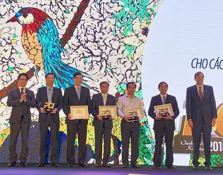 Provinsi Quang Ninh memelopori seluruh negeri tentang indeks daya saing tingkat provinsi dalam dua tahun terus-menerus - ảnh 1