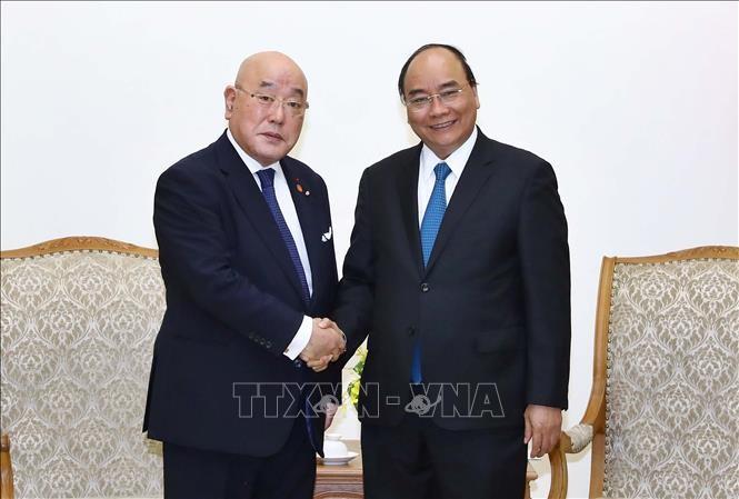 PM Vietnam, Nguyen Xuan Phuc menerima Isao, Iijima penasehat khusus dari PM Jepang - ảnh 1