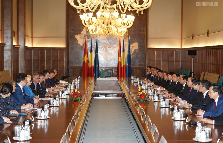 PM Rumania, Viorica Dancila memimpin acara penyambutan kepada PM Vietnam,Nguyen Xuan Phuc - ảnh 2