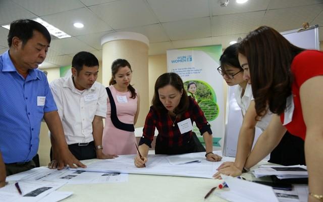 Membantu kaum perempuan di daerah pedesaan beradaptasi dengan perubahan iklim dan mengurangi risiko bencana alam - ảnh 1