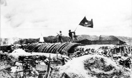 Peringatan ultah ke-65 Kemenangan Dien Bien Phu: Mengembangkan semangat independen, mandiri, bertekad bertempur, bertekad menang dalam Operasi militer Dien Bien Phu, mensukseskan usaha membangun dan membela Tanah Air - ảnh 1