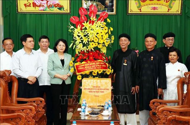 Wapres Vietnam, Dang Thi Ngoc Thinh mengunjungi dan mengucapkan selamat kepada Dewan Pengurus Pusat Tinh Do Cu Si Phat Hoi Vietnam - ảnh 1