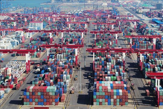 AS resmi meningkatkan tarif menjadi 25% terhadap barang dagang Tiongkok senilai 200 miliar USD - ảnh 1