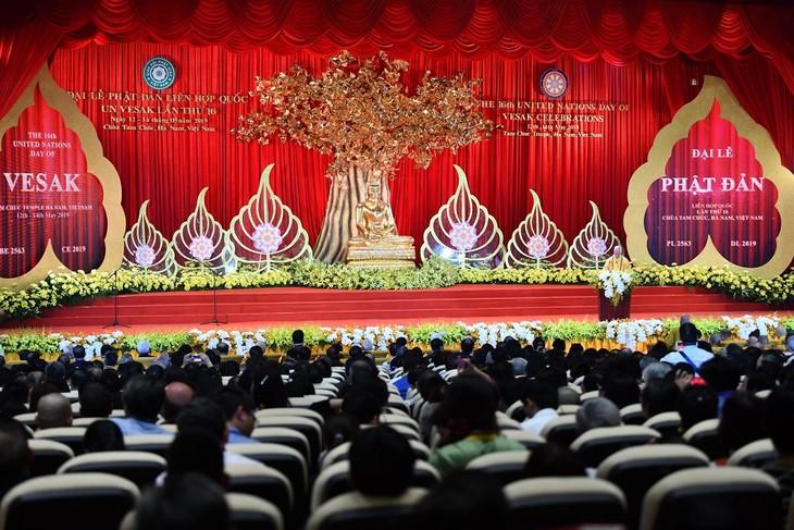 Agama  Buddha Vietnam demi satu dunia yang damai dan berkembang secara berkesinambungan - ảnh 1