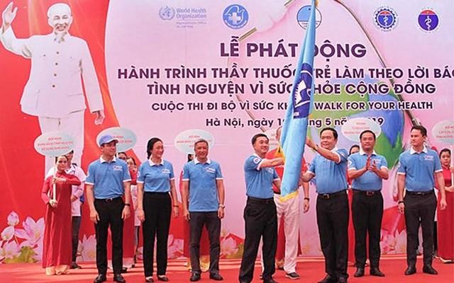 Upacara pencanangan Perjalanan Dokter muda bertindak sesuai dengan ajaran Presiden Ho Chi Minh tahun 2019 - ảnh 1