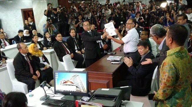 Pemilihan Indonesia 2019: Faksi oposisi mengirim surat gugatan ke Mahkamah Konstitusi - ảnh 1