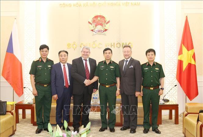 Kepala Staf Umum Tentara  Rakyat Vietnam menerima Wakil Ketua Majelis Rendah Republik Czech - ảnh 1
