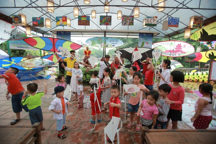 """Aktivitas-aktivitas musim panas """"Calon ujian cilik: Mamasang sayap pada  impian"""" di Danau Van – Van Mieu Quoc Tu Giam - ảnh 10"""