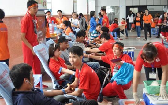 """Pesta """"Tetesan darah merah di Kota yang bernama Paman Ho"""" - ảnh 1"""