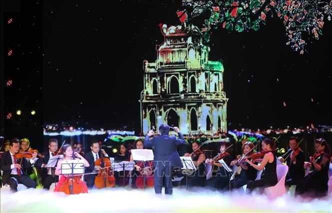 'Orkes simfoni perdamaian' memuliakan rasa cinta perdamaian dari warga Ibukota Ha Noi - ảnh 1