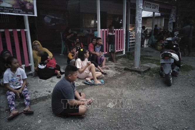 Indonesia mengungsikan secara darurat ratusan orang kerena gempa bumi - ảnh 1