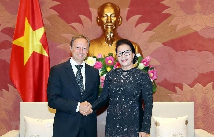 Ketua MN Nguyen Thi Kim Ngan menerima Dubes, Kepala Perutusan Uni Eropa di Vietnam, Bruno Angetlet sehubungan dengan akhir masa baktinya - ảnh 1