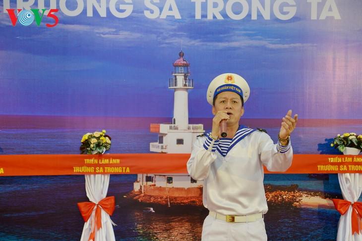 """Vernissage de l'exposition """"Truong Sa dans notre coeur"""" - ảnh 7"""
