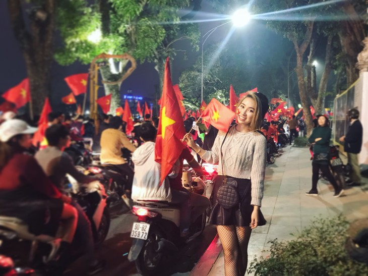 Vietnamese football fans ready for U23 Championship final  - ảnh 5